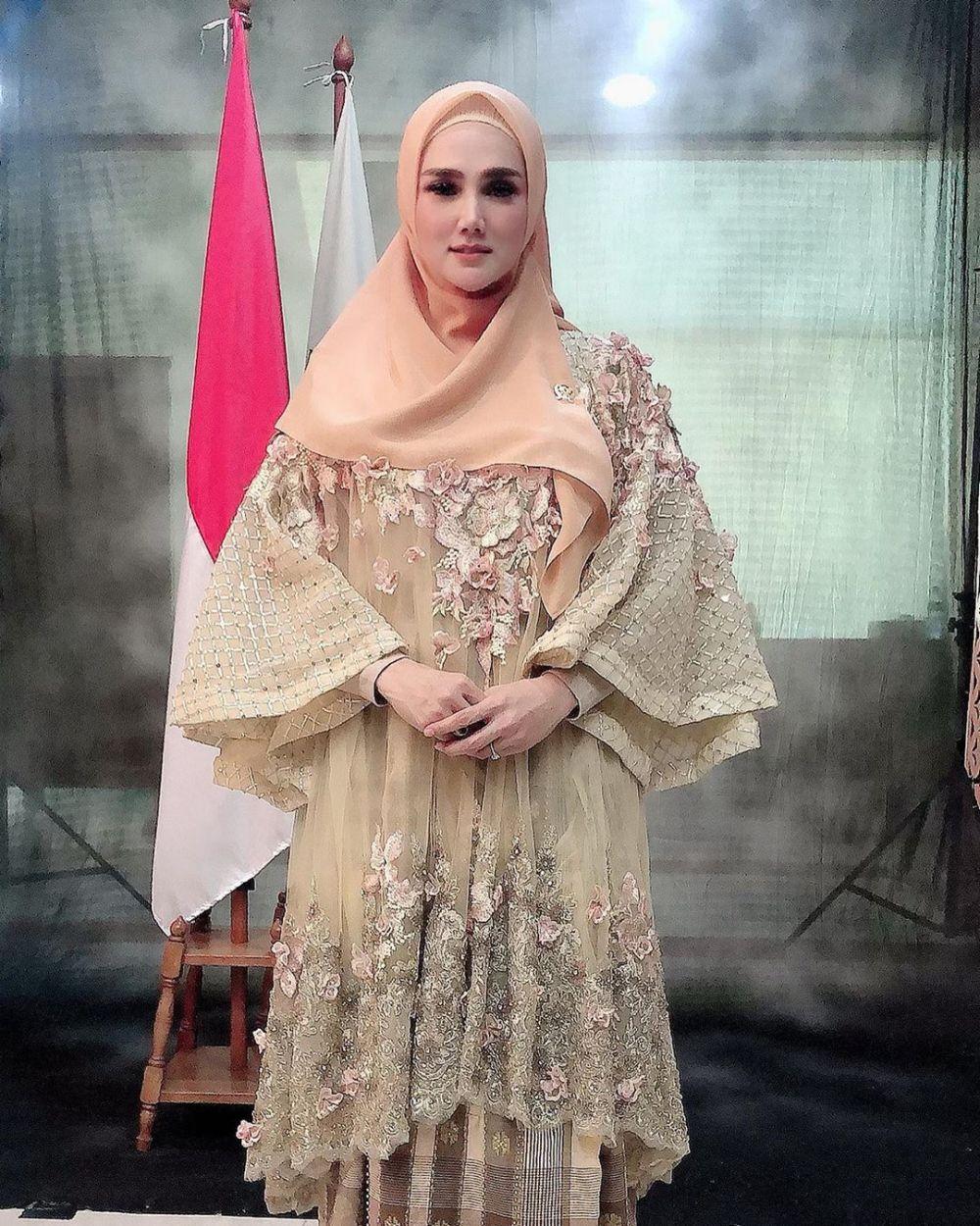 Mulan Jameela di Komisi VII DPR © 2019 instagram.com
