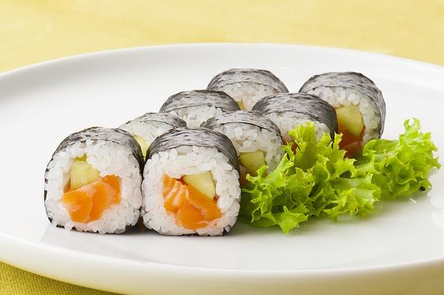Resep dan cara membuat sushi enak © 2019 brilio.net