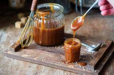 6 Cara membuat saus karamel mudah, enak, dan antigosong