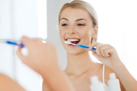 7 Cara menghilangkan karang gigi tanpa harus ke dokter