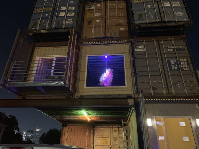 Rumah yang dibangun dari 11 kontainer Website