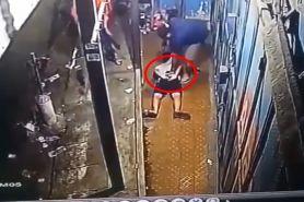 Detik-detik diduga polisi taruh narkoba ke pemuda lagi nongkrong