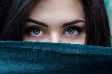 10 Cara menghilangkan kantung mata kendur, simpel dan ampuh
