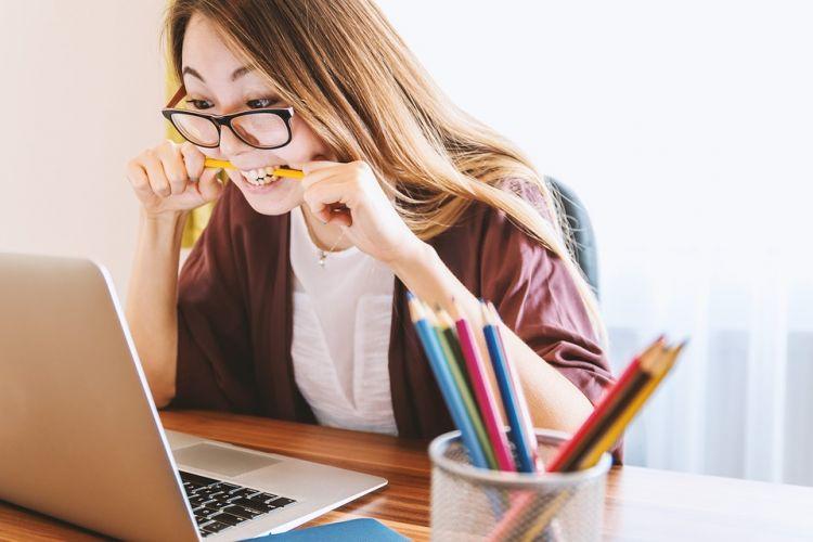 15 Cara menghilangkan stres di kantor, simpel dan efektif