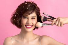 10 Cara makeup natural untuk remaja, ringan dan simpel