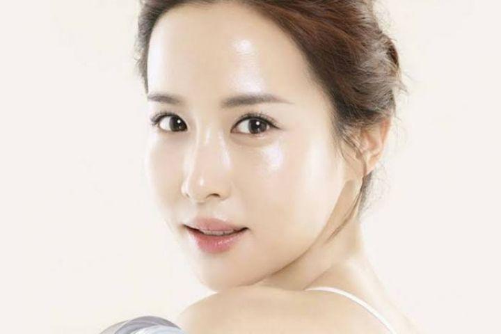 Tips tampil natural glass skin ala perempuan Korea