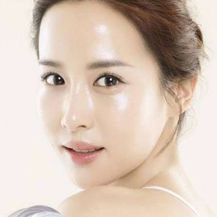 Tips tampil natural glass skin ala perempuan Korea