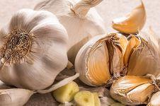 5 Manfaat bawang putih untuk wajah, bikin awet muda