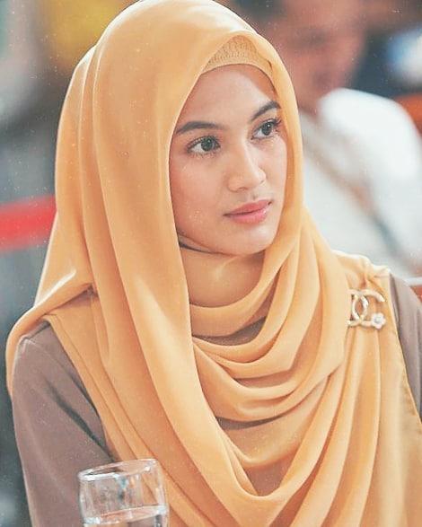 Cara memakai jilbab segiempat untuk resepsi © 2019 brilio.net