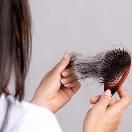 Penyebab rambut rontok setelah melahirkan & cara mengatasi