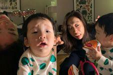 10 Tingkah absurd emak-emak saat asuh anak, kocak abis