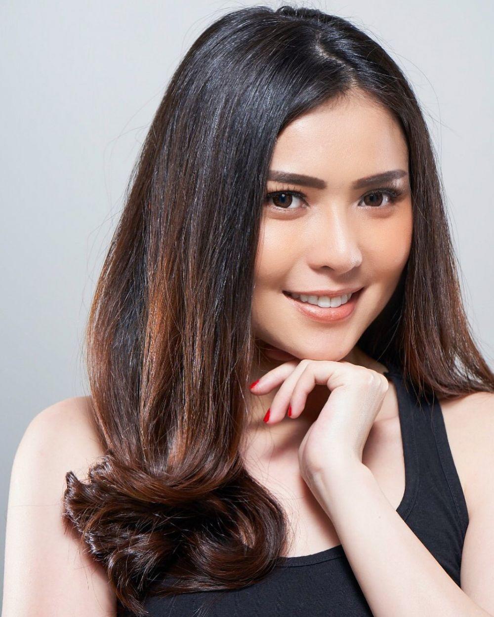 9 Pesona Rheiny, wanita yang jadi orang ketiga Tisna & Yuli di TOP instagram