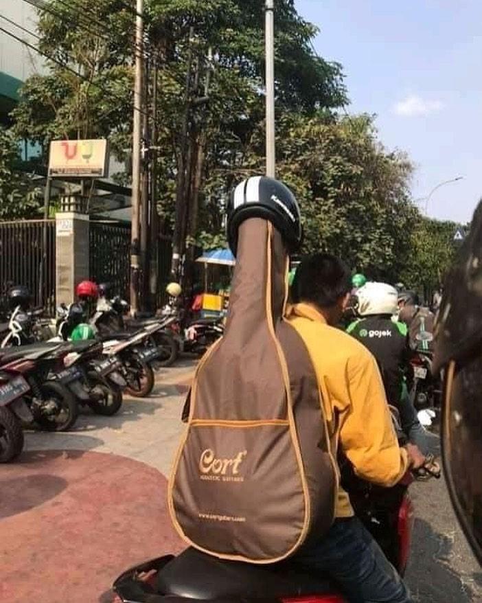 cowok naik motor © 2019 brilio.net