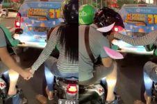 Viral pasangan gandengan di ojek online berbeda, kocak