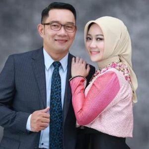 Momen Atalia istri Ridwan Kamil salah pakai sepatu ini kocak