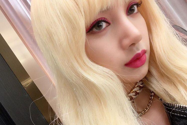 10 Potret Lisa Blackpink dengan rambut berponi, mirip Barbie