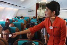 Pengumuman pramugari saat pesawat mendarat ini bikin hati ambyar