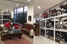 Pria ini koleksi puluhan motor legendaris, fotonya bikin melongo