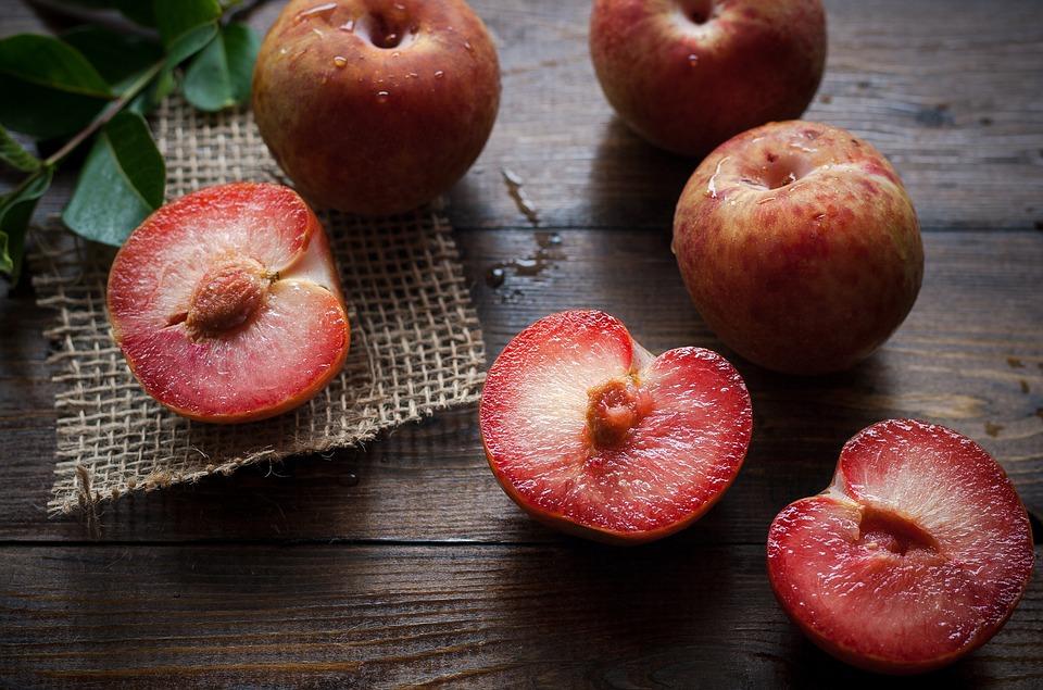 Manfaat buah plum untuk bayi © 2019 brilio.net