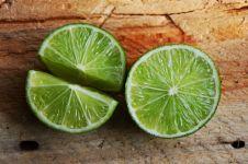 5 Manfaat jeruk nipis untuk lambung atasi maag