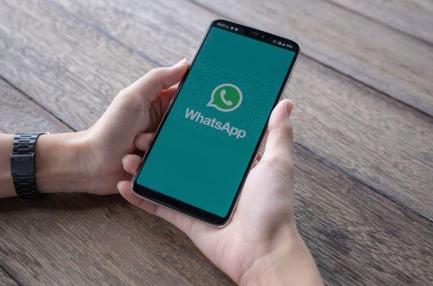 4 kelemahan aplikasi whatsapp  Freepik