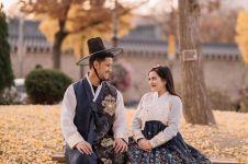 12 Potret pasangan artis kenakan hanbok, serasi banget