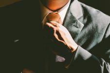 14 Cara memakai dasi segitiga yang benar, mudah dan elegan