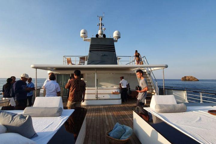 Sensasi menjelajahi Labuan Bajo dengan yacht bekas kapal perang