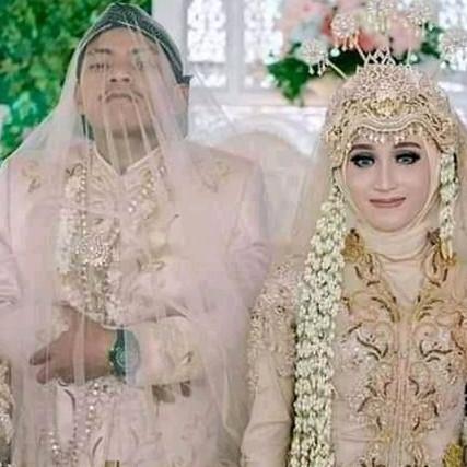 9 Potret pengantin pria di pelaminan ini tingkahnya bikin ngakak