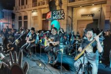 Padi Reborn ngamen di Kota Lama Semarang, bikin heboh pengunjung