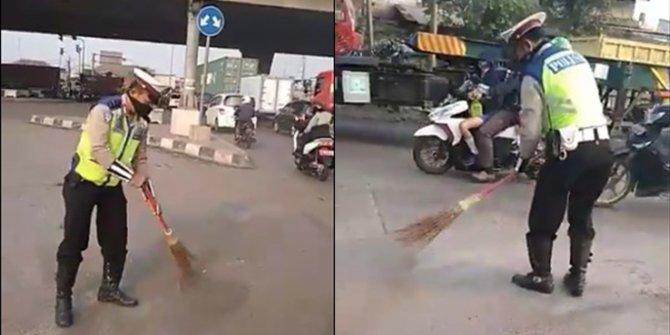 Viral polisi menyapu jalanan kotor di Jakarta, ini kisahnya