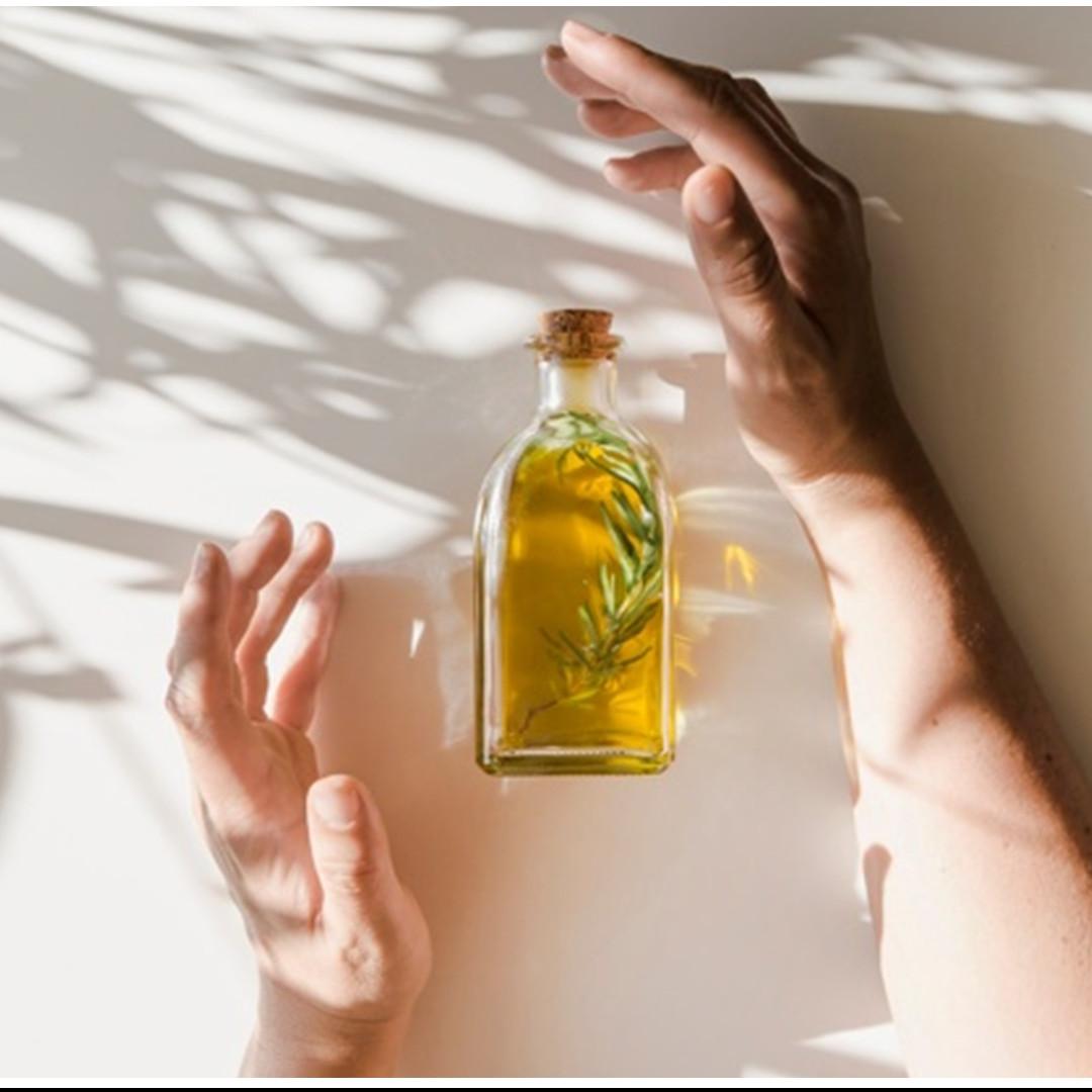 35 Manfaat minyak zaitun untuk wajah, rambut & tubuh, beserta caranya
