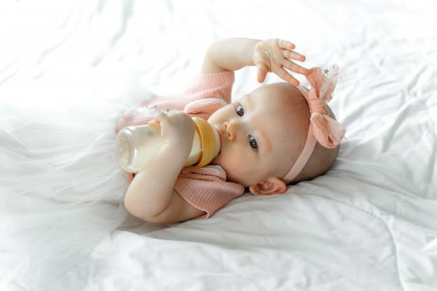 mengatasi kulit kering bayi  © 2019 freepik.com