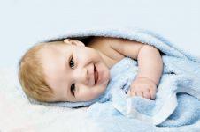 10 Cara mengatasi kulit kering pada bayi secara alami
