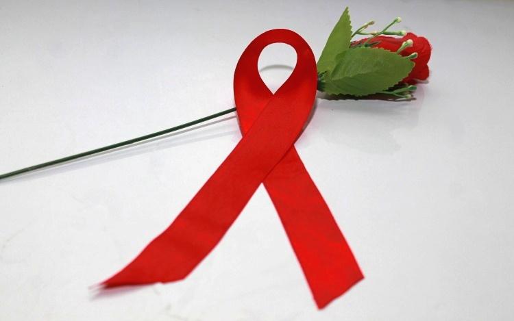 Hidup dengan penderita infeksi HIV, 4 hal ini bisa membantu mereka lho