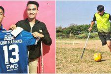 Viral kisah pesepak bola muda rela amputasi kaki karena cedera