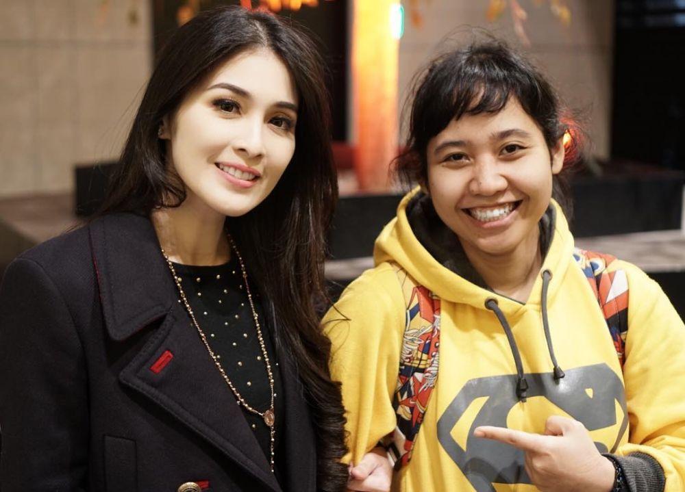 Sandra Dewi dan asisten  Instagram