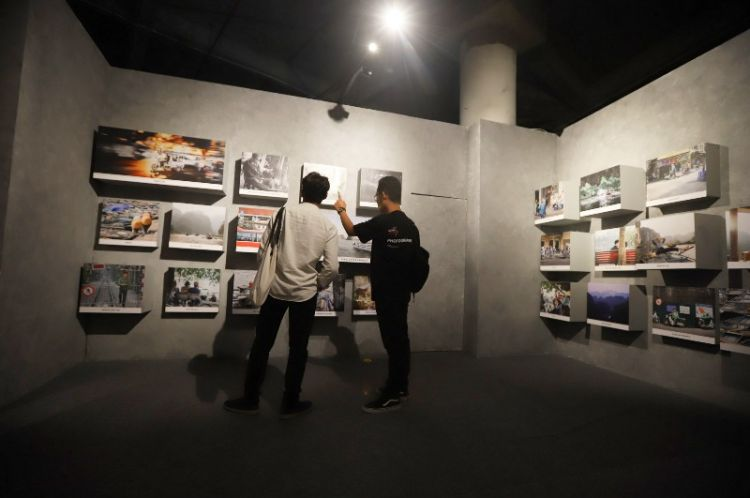 Pameran ini menampilkan karya kolaborasi para jawara Lensa Academy