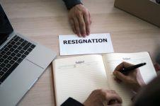 Contoh surat pengunduran diri untuk pekerja pemerintahan & swasta