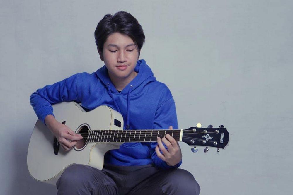 Potret terkini Fiki Idola Cilik jadi boyband © 2019 instagram.com