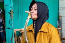 Iin Ayu, wanita penakluk ular King Kobra asal Purwokerto