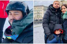 8 Potret Raffi Ahmad liburan ke Swiss, buka baju di tengah salju