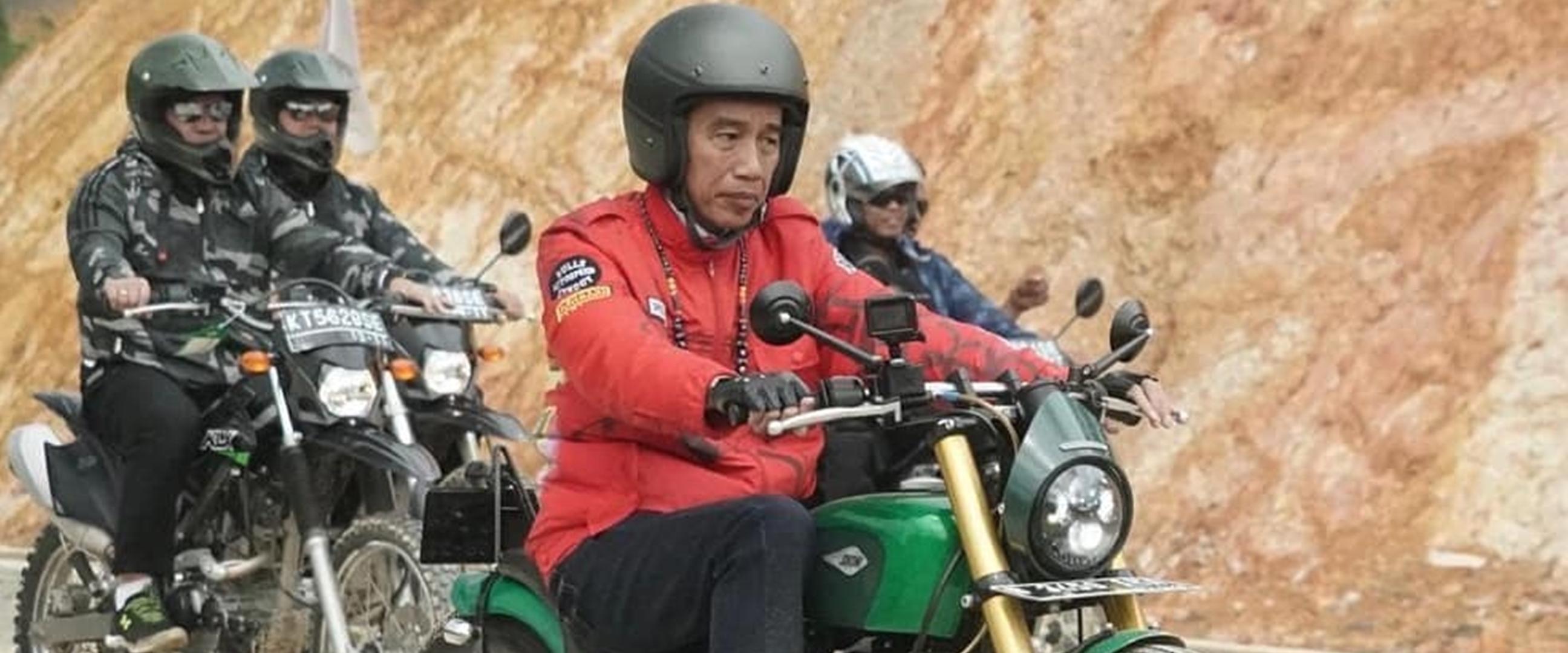 Gaya Jokowi naik motor custom di perbatasan Indonesia-Malaysia, gahar