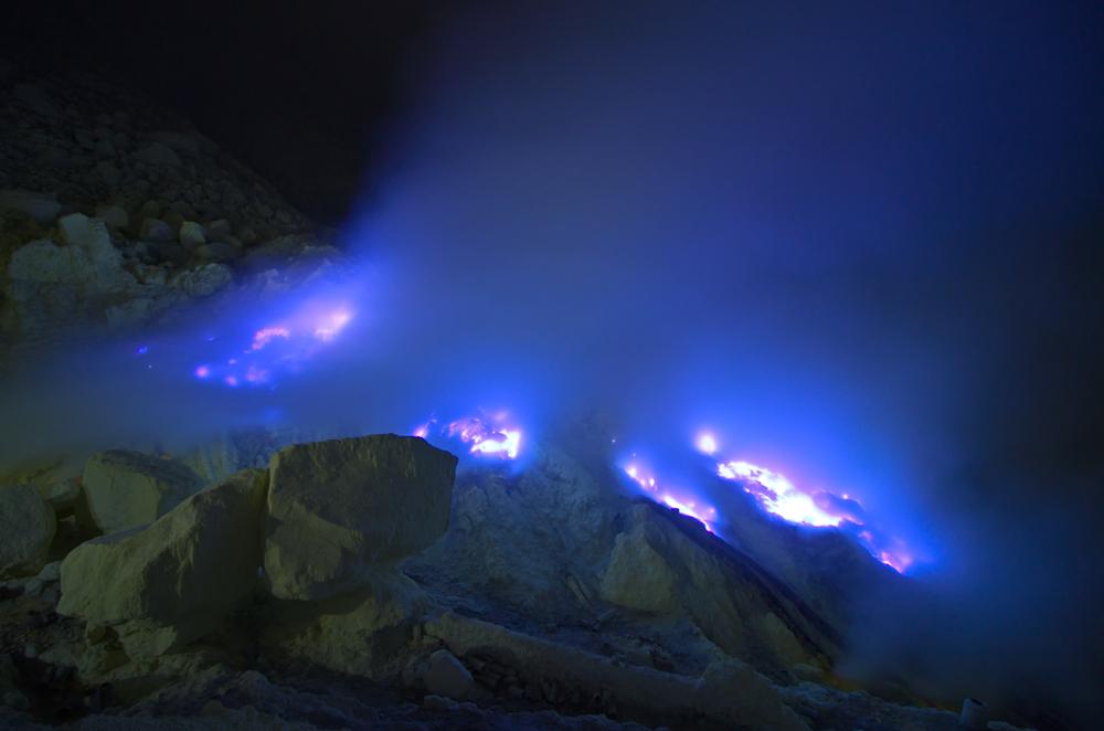 5 Fakta di balik keelokan Gunung Ijen, blue fire jadi primadona shutterstock.com