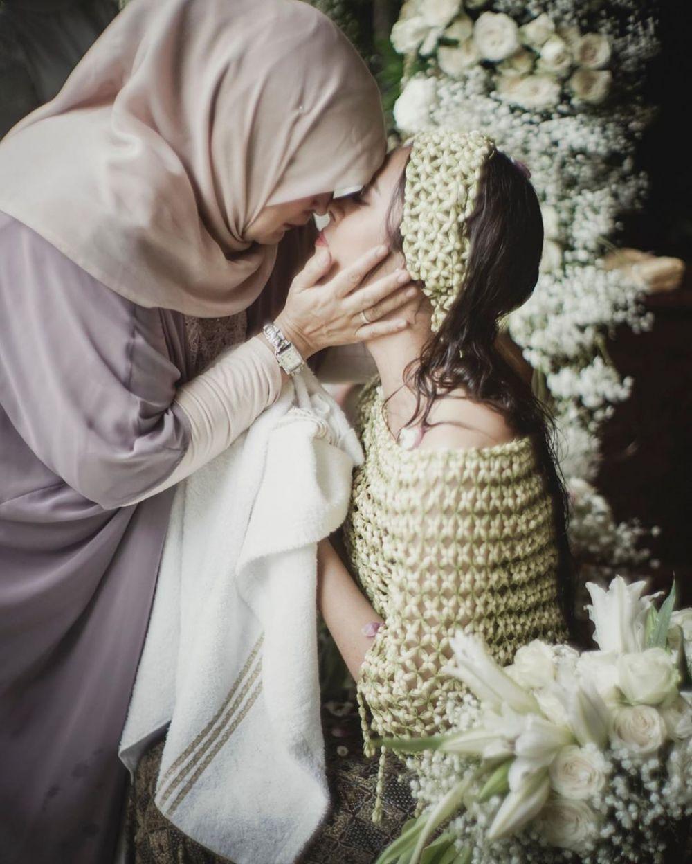 Unggahan seleb cantik Hari Ibu Instagram