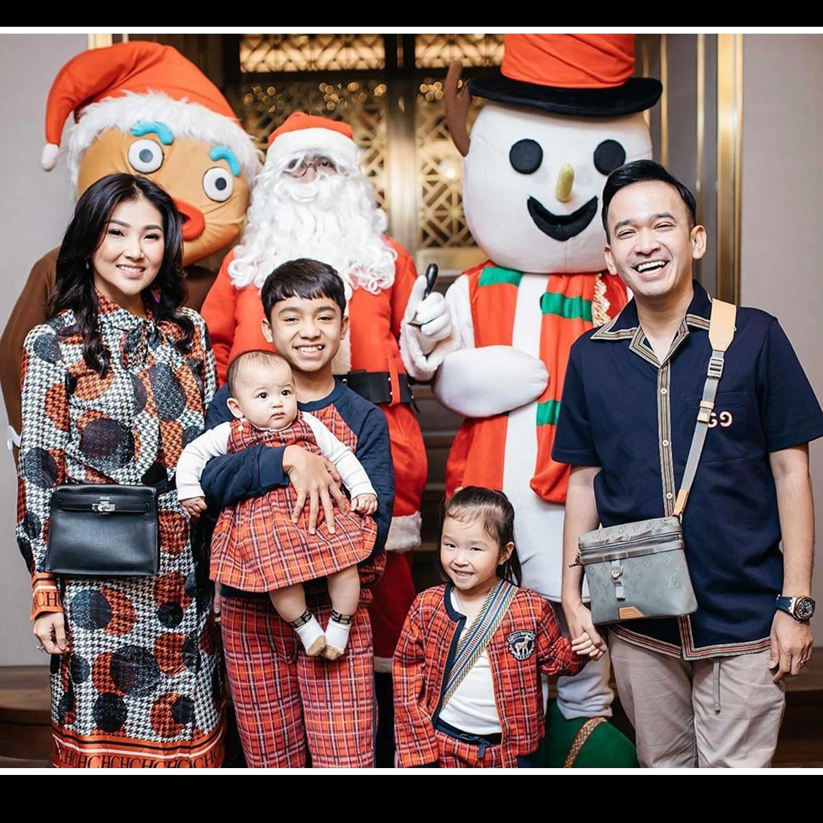 8 Momen Christmas Dinner Ruben Onsu, bukti indahnya toleransi
