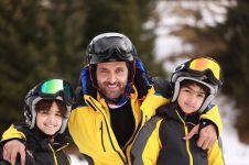 Single parent, intip 10 gaya Hrithik Roshan asuh anaknya