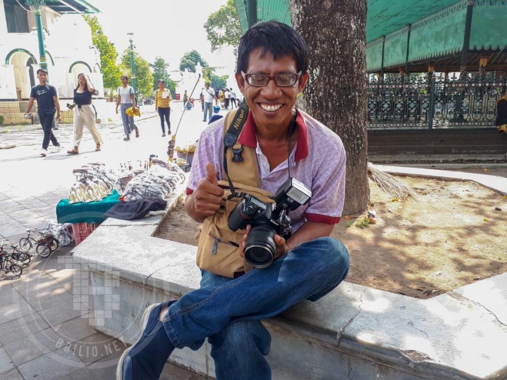 nasib tukang foto keliling smartphone © 2019 brilio.net/muhammad bimo aprilianto
