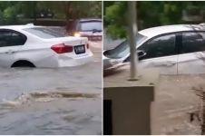 Detik-detik mobil mewah BMW hanyut terseret banjir Jakarta