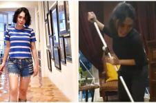 Banjir surut, ini 6 potret Yuni Shara bersih-bersih rumah